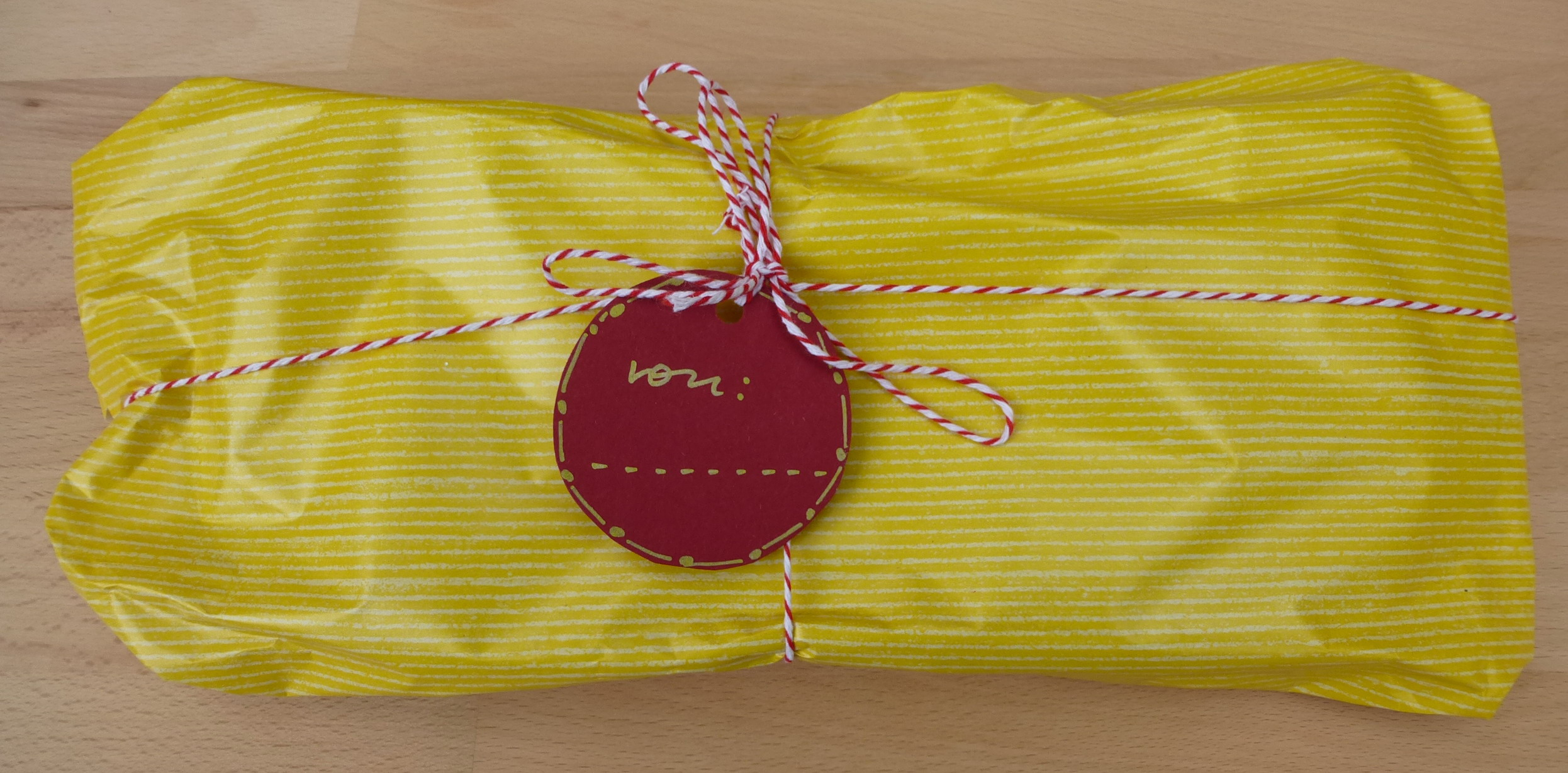 filzpantoffel-geschenkverpackung-gelb